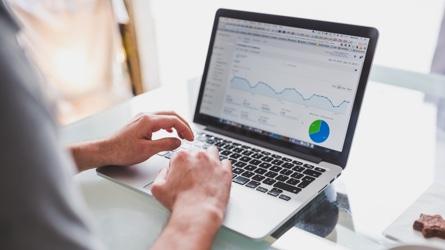 O Técnico disponibiliza serviços como WiFi, Proxy, armazenamento AFS, Unix Shell, alojamento web e correio eletrónico que pode ativar autonomamente.