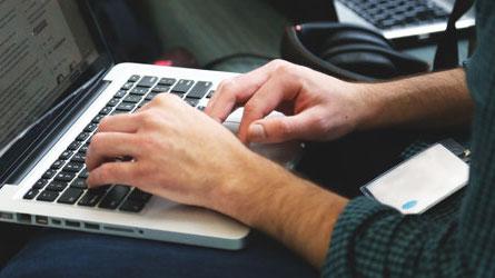 O Técnico disponibiliza diversas licenças de software para instalação em computadores pessoais. Veja a lista completa de software.